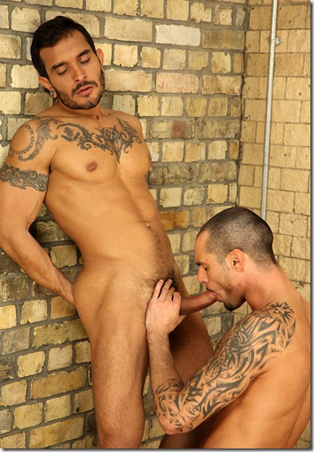 uknakedmen-sucking-a-thick-cock